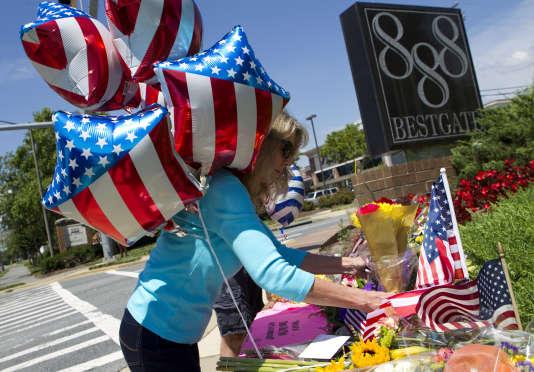 Recueillement à Annapolis, où cinq personnes dont quatre journalistes ont été tués dans une fusillade, le 29 juin.