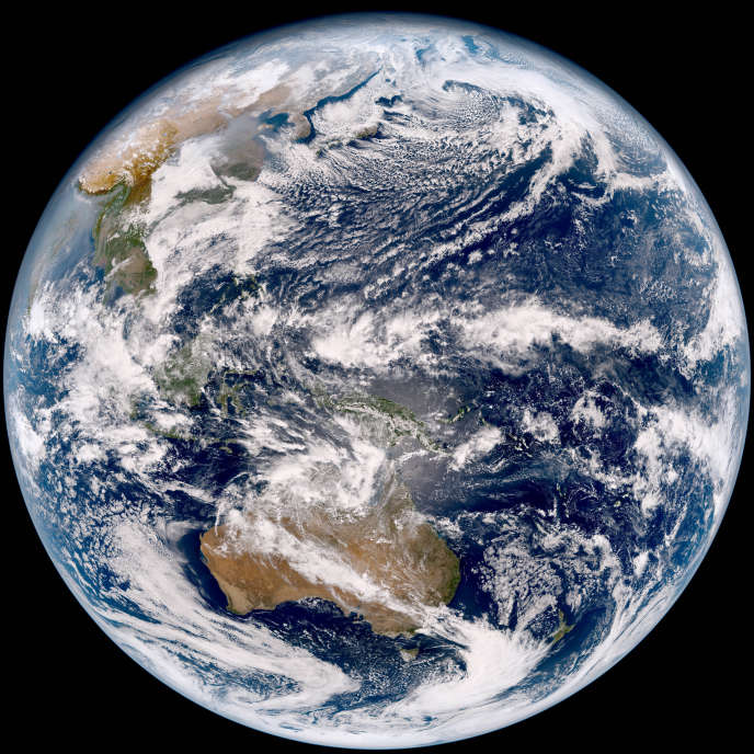 La première image envoyée par le satellite météorologique japonais Himawari-9 après son lancement du sud du Japon en novembre 2016.