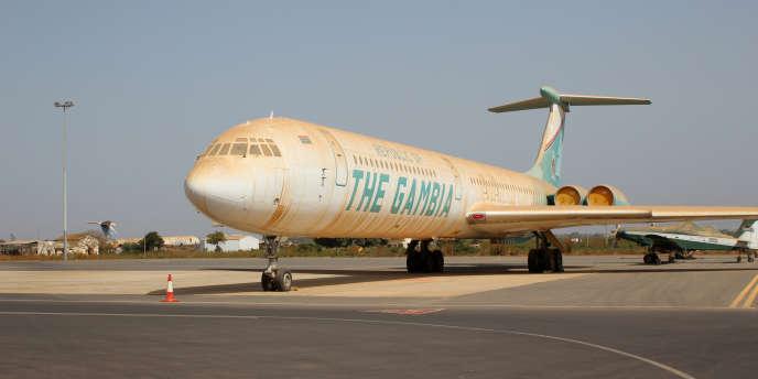 L'un des trois avions de ligne de l'ancien dictateur Yahya Jammeh sur le tarmac de l'aéroport de Banjul, en mai 2018.