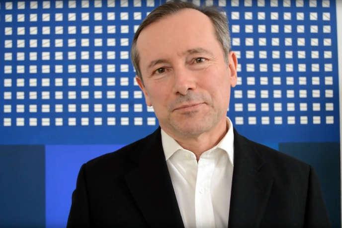 L'ambassadeur de France en Hongrie, Eric Fournier, lors de la Journée de la poésie organisée dans le pays, le 11 avril 2017