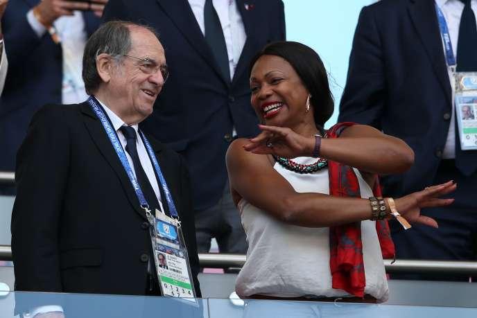 Le président de la Fédération française de football, Noël Le Graët, et la ministre des sports, Laura Flessel, assistent au huitième de finale France-Argentine (4-3), samedi 30 juin 2018 à Kazan.