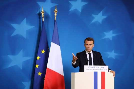 Le président français Emmanuel Macron lors d'une conférence de presse en marge du sommet européen de Bruxelles, le 29 juin.