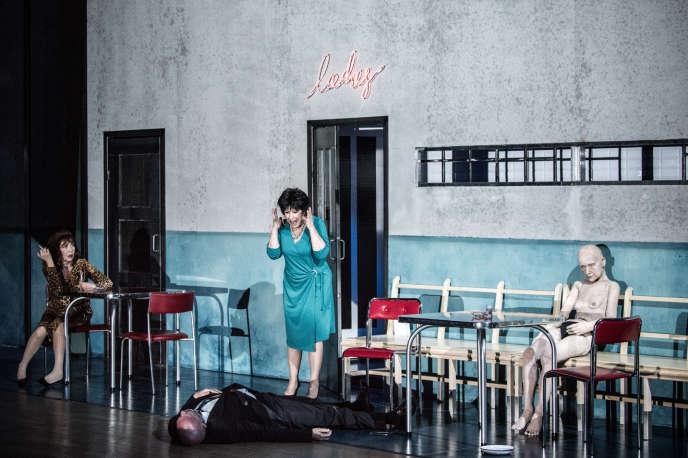Répétition générale de la pièce «On s'en va», de Krzysztof Warlikowski, au Nowy Teatr, en juin 2018, avec Monika Niemczyk, Dorota Kolak et Wojciech Kalarus (par terre).