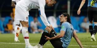 Portugal's forward Cristiano Ronaldo (L) checks on Uruguay's forward Edinson Cavani during the Russia 2018 World Cup round of 16 football match between Uruguay and Portugal at the Fisht Stadium in Sochi on June 30, 2018. RESTRICTED TO EDITORIAL USE - NO MOBILE PUSH ALERTS/DOWNLOADS / AFP / Adrian DENNIS / RESTRICTED TO EDITORIAL USE - NO MOBILE PUSH ALERTS/DOWNLOADS