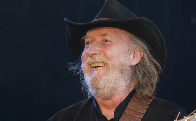François Corbier en concert au festival Aux Zarbs à Auxerre, en juillet 2008.