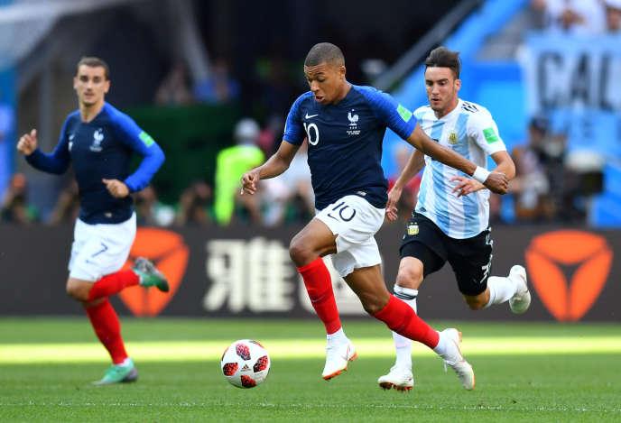 C'est notammentgrâce à la vitesse de Kylian Mbappé, jeune attaquant tricolore, que les Bleus ont fait la différence, samedi 30 juin, face à l'Argentine.
