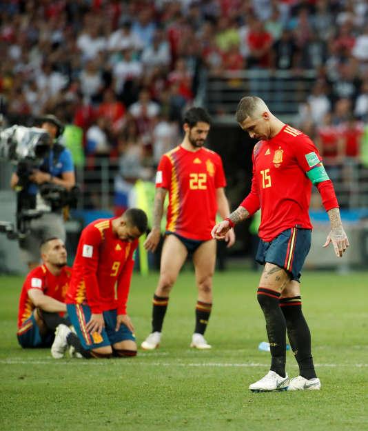 Sergio Ramasse, cherchant dans la réussite espagnole, tombée de sa poche pendant le match.