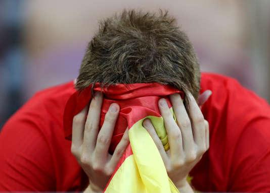 Un supporteur espagnol dépité après la défaite de l'Espagne face à la Russie, dimanche 1er juillet 2018 à Moscou.