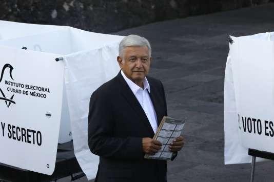 Andrés Manuel Lopez Obrador lors de son arrivée au bureau de vote à Mexico, le 1er juillet.