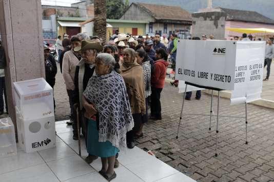 Bureau de vote à Sevina, dans l'état de Michoacan (Mexique), le 1er juillet.