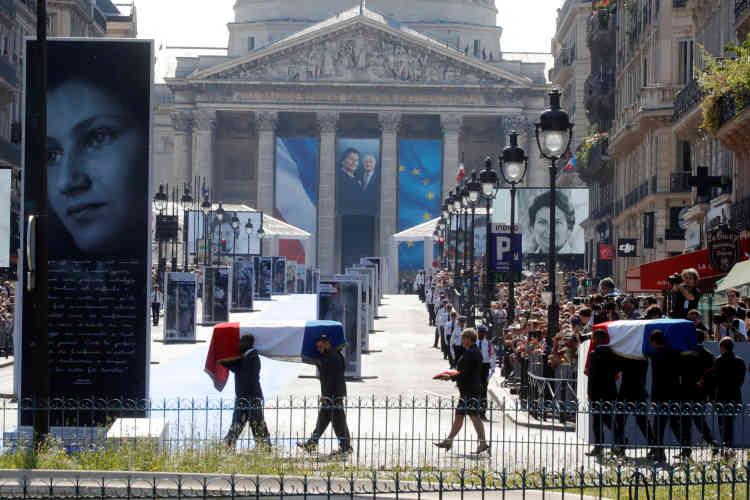 Un an, presque jour pour jour, après sa mort, Simone Veil est devenue la cinquième femme à faire son entrée au Panthéon. La cérémonie organisée par l'Elysée était truffée de symboles et de références à la construction européenne, dont elle était une inlassable promotrice, ou à la Shoah, dont elle était l'une des rescapées.