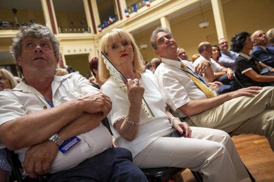 Des militants écoutent le discours de Laurent Wauquiez, président du parti les Républicains, au palais de l'Europe, à Menton, le 30 juin.