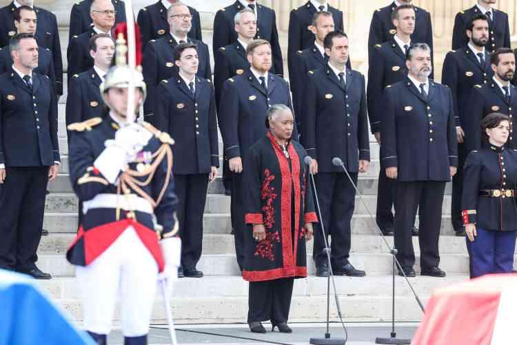 Après l'hommage d'Emmanuel Macron, la cantatrice américaine Barbara Hendricks a entonné « La Marseillaise » avec le chœur de l'armée française.