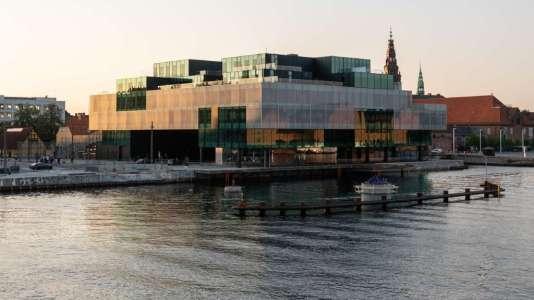 Lieu de rencontre entre architectes, designers et artistes urbains, d'expositions, le Blox est une ville dans la ville.