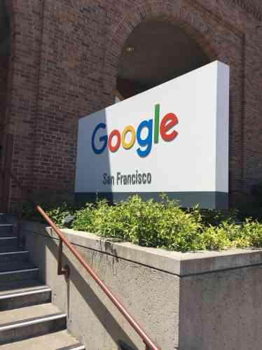 Google à San Francisco:«J'ai passé quelques jours à San Francisco, notamment pour découvrir la scène EdTech (technologies de l'éducation) locale. J'ai donc pu non seulement rencontrer plusieurs responsables de start-up du secteur, mais également une représentante de Google for Education. L'action du géant californien dans le domaine de l'éducation est relativement méconnue en France, mais mérite vraiment qu'on s'y attarde. Ci-dessus, le panneau à l'entrée des bureaux de Google à San Francisco, situés juste en face du célèbre pont du Golden Gate.»Nicolas Rousseaux