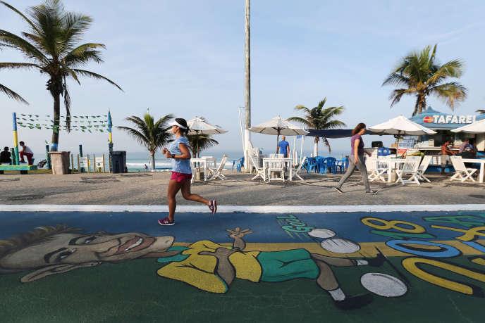 « Il faut être vigilant avant de se lancer dans une pratique intense, répétée, comme le tennis par exemple, avec des accélérations, des à-coups.»