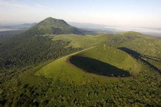 La chaîne des Puys, en Auvergne, classée au patrimoine mondial de l'Unesco, le 2 juillet.