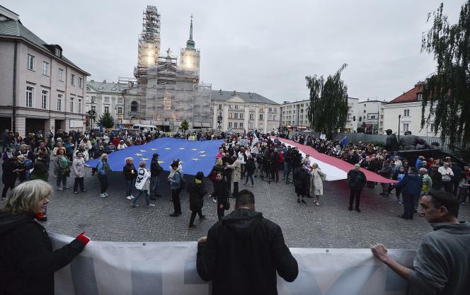 Manifestation contre la loi réformant la Cour suprême, le 1er juillet à Varsovie.
