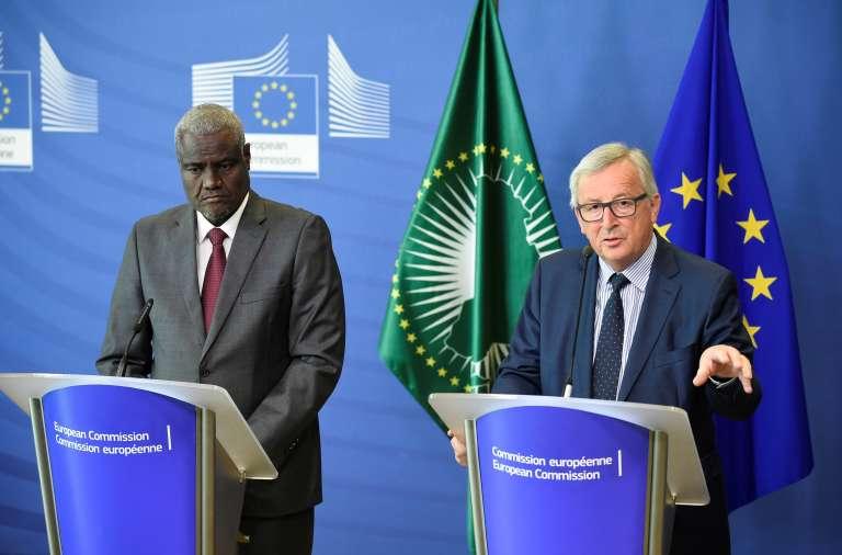 Moussa Faki Mahamat et le président de la Commission européenne Jean-Claude Juncker à Bruxelles, le 23 mai 2018.