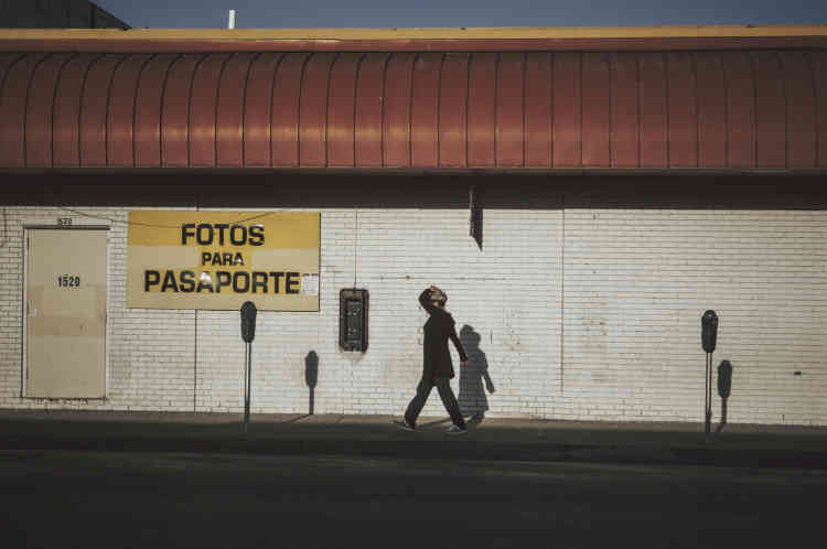 Une bijouterie proposant également des photos pour les passeports, à McAllen.