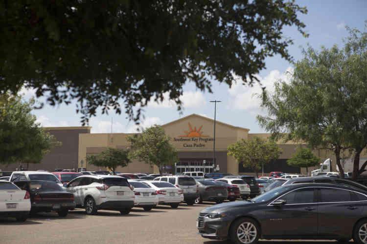 « Casa Padre », un ancien supermarché Walmart.Ici, des enfants isolés sont retenus depuis le début du mois de mai. L'administration américainea été contrainte de renoncer à cette mesure, voulue dissuasive, le 20 juin, mais les centres sont toujours en fonction.