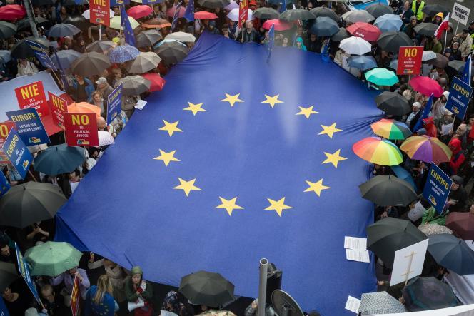 Manifestation devant le bureau de la Commission européenne de Varsovie, en Pologne, le 26 juin 2018.