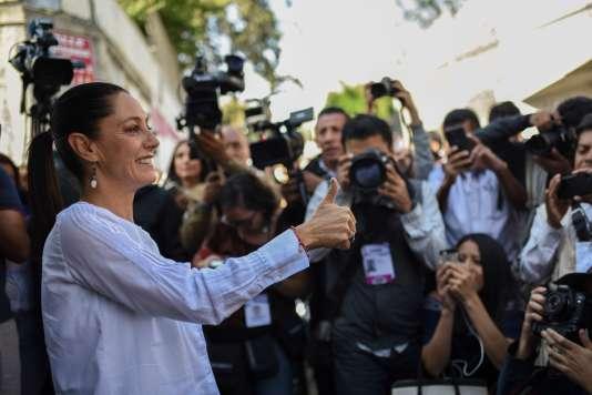 Claudia Sheinbaum, du parti de gauche Morena d'Andres Manuel Lopez Obrador, à la sortie de son bureau de vote à Mexico, le 1er juillet.