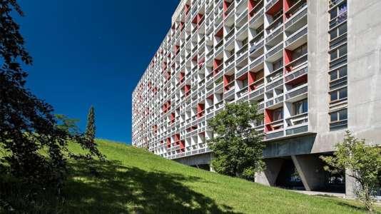 On retrouve dans l'unité d'habitation le concept bien connu de « ville-verticale » cher à Le Corbusier.