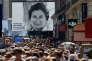 La foule rassemblée en hommage à Simone Veil, devant le Panthéon, à Paris, dimanche 1er juillet.