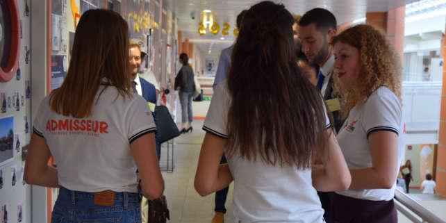 Pendant leur journée d'oraux, les admissibles peuvent découvrir l'école, ses formations et ses nombreuses associations.