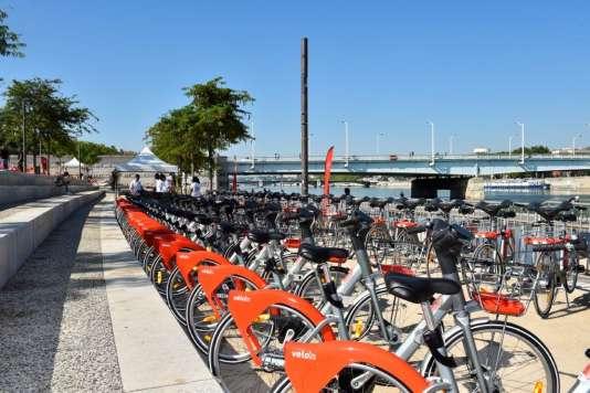 Les nouveaux Vélo'v de JCDecaux, à Lyon, samedi 30 juin.