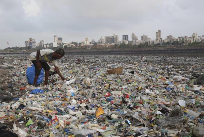Un amas de plastique à Bombay (Inde), le 4 juin.