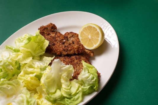 Escalope panée et salade verte.