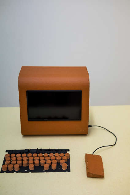 L'ordinateur en brique par Alex Sizemore & Hank Beyer, mention spéciale du jury de Hyères.