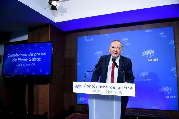 Pierre Gattaz tient sa dernière conférence de presse en tant quedirigeant du Mouvement des entreprises de France, à Paris le 12 juin.
