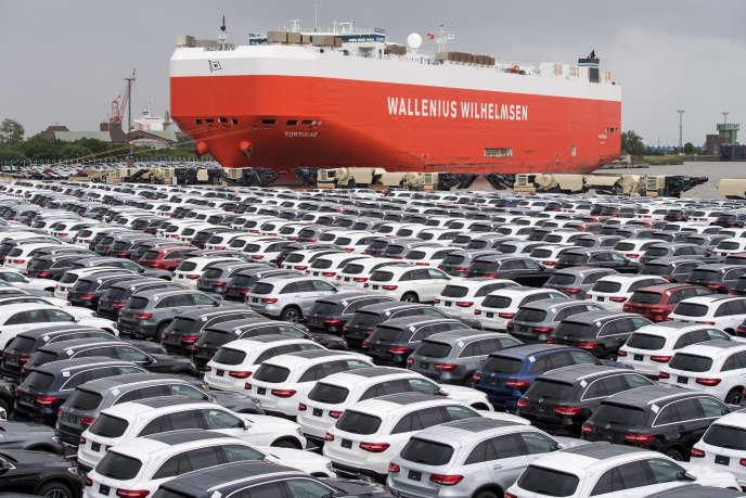 Des Mercedes-Benz dans le port de Bremerhaven, en Allemagne, le 12 juin 2017