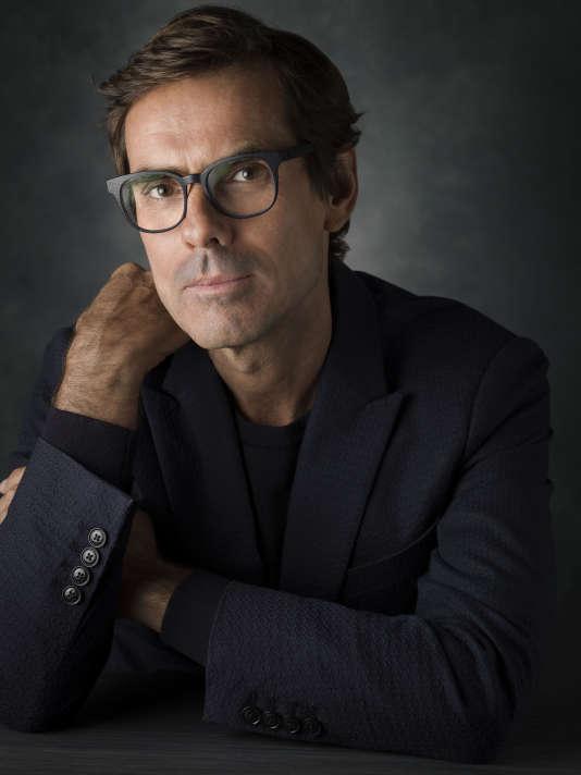 Pierre Yovanovitch, après avoir travaillé dans la mode homme auprès de Pierre Cardin, est devenu architecte d'intérieur et ambassadeur du style français.
