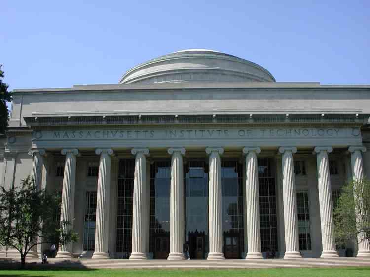 «Découvrir la région de Boston fut l'occasion pour moi de comprendre à quel point le milieu universitaire peut fournir des pistes pour l'avenir de l'apprentissage. Scratch, un langage de programmation qui permet d'apprendre les fondamentaux du code, fut par exemple imaginé par Mitchel Resnick, un chercheur du MIT. » Nicolas Rousseaux