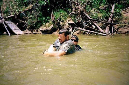 Nathan Williams avec son fils Jayce, en pleine partie de pêche dans les eaux de la North Canadian River, à Pauls Valley, en juin 2017.
