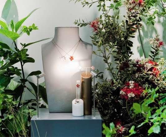 Chaumet et son pop-up store à Tokyo, avec les installations florales de la maison Debeaulieu.