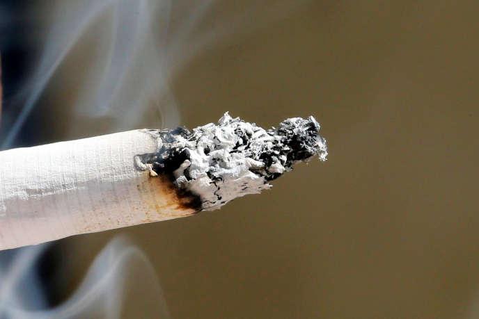 Le tabac, responsable de cancers et de maladies cardiovasculaires, tue quelque 75 000 Français chaque année.