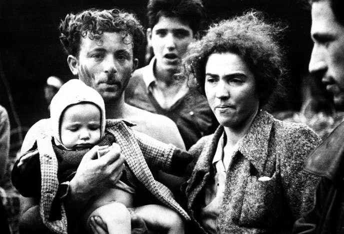 Réfugiés juifs en partance pour la Palestine, à Sète, en 1946.