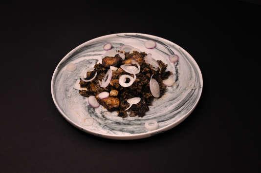 Riz noir en paella, le plat culte d'Alberto Herraiz périodeFogón.