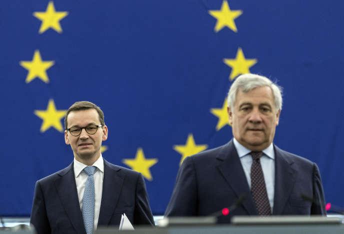 Le premier ministre polonais, Mateusz Morawiecki, et le président du Parlement européen, AntonioTajani, mercredi 4 juillet à Strasbourg.