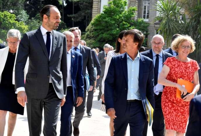 Le premier ministre Edouard Philippe, le ministre de la transition écologique Nicolas Hulot ainsi que plusieurs autres membres du gouvernement arrivant à Matignon le 4 juillet.
