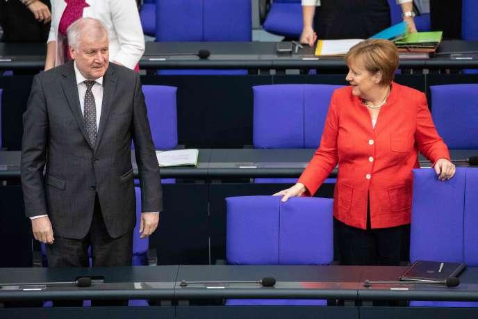 Horst Seehofer et Angela Merkel, au Bundestag, le 3 juillet.