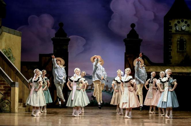 «La Fille mal gardée», de Frederick Ashton, sur la scène de l'Opéra Garnier, à Paris.
