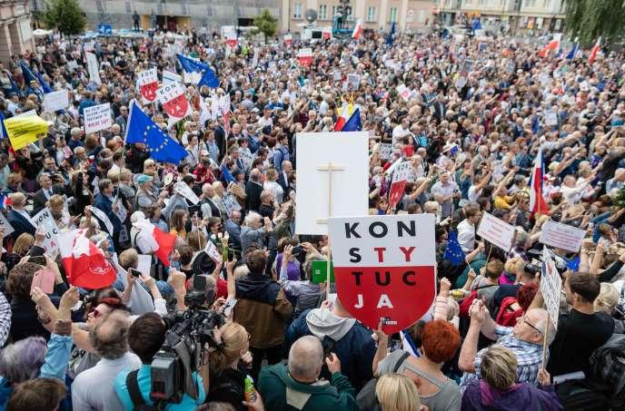 Manifestation de soutien à la cour suprême polonaise à Varsovie mercredi 4 juillet.