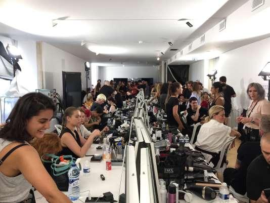 Cinquante coiffeurs, maquilleurs et habilleuses se préparent dans les coulisses du défilé Alexandre Vauthier, le 3juillet, au Musée des arts décoratifs, à Paris.