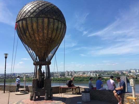Le ballon, hommage à Jules Verne.